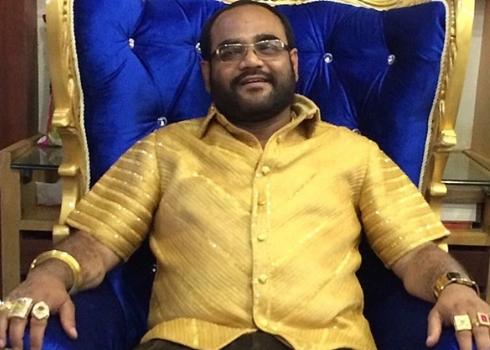 パンカジパレフは全身ゴールド1200万の金のシャツでギネス記録のインド政治家!経歴や年収は?【世界くらべてみたら】