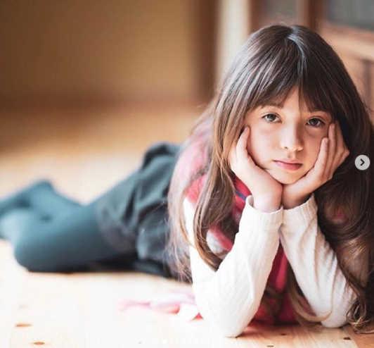 パイク琉華シャロンは福岡のハーフ美少女シンガーでモデルもこなすスーパー小学生!【音楽チャンプ】