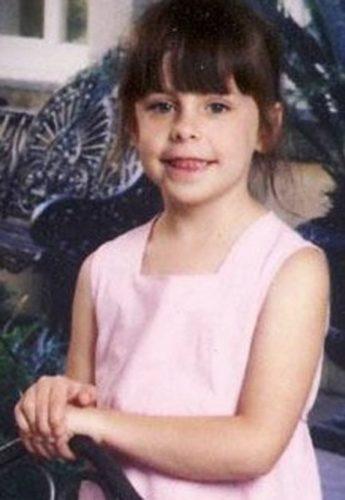 エイドリアナ・ハット殺害事件とは?母アマンダ・ルイスの裁判の証人は7歳の息子A.J
