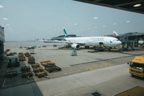 キャセイパシフィック航空780便事故乗員乗客322名エンジントラブルで時速430kmで着陸!原因は燃料に不純物が!