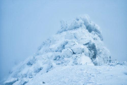 ロシア男女9人雪山で謎の死の61年の真実!『ディアトロフ峠事件』服を脱ぎ、舌がない、放射線や黒褐色の肌やテントが内側から切り裂かれた理由。